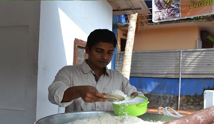 ഈ കരങ്ങളിൽ  അഭയമുണ്ട്… പ്രതിദിനം 850 പേർക്ക്  സൗജന്യ ഭക്ഷണം നൽകുന്ന സിബിൻ എന്ന യുവാവ്